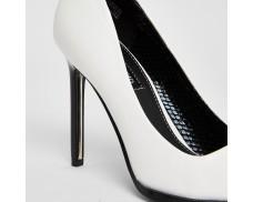 White High-Heeled Court Shorts